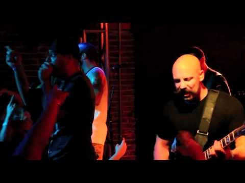 DEATH BY STEREO - MODERN MAN (BAD RELIGION COVER) LIVE IN FULLERTON!