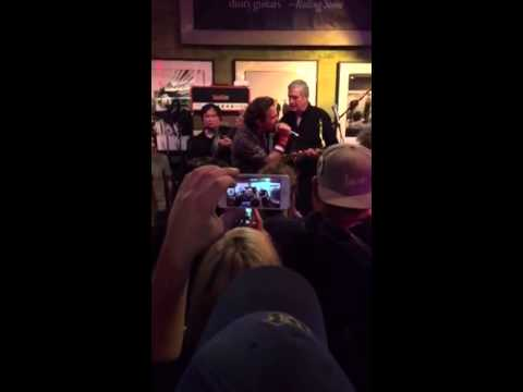 Watch Eddie Vedder Rock Out With the Sonics at Seattle Record Shop