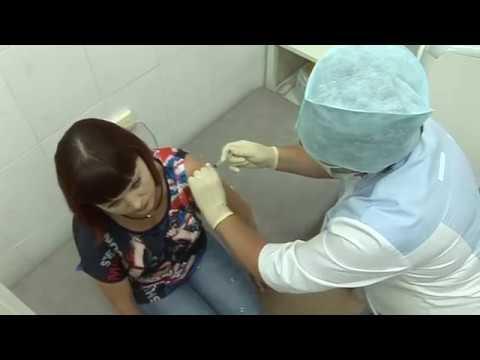 Вакцинация населения идет в поликлиниках города