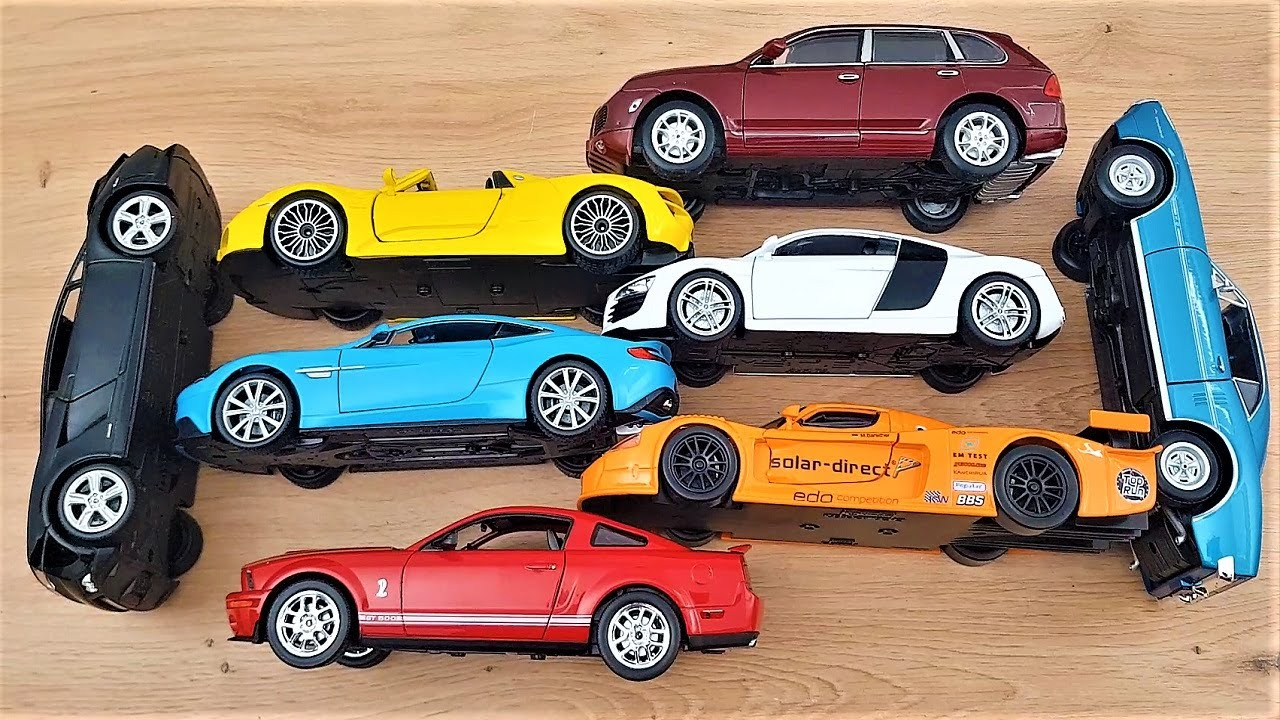 Cars in 1/24 scale 8 units