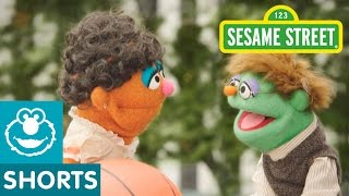 Sesame Street: Murray Reports on Friendship Day