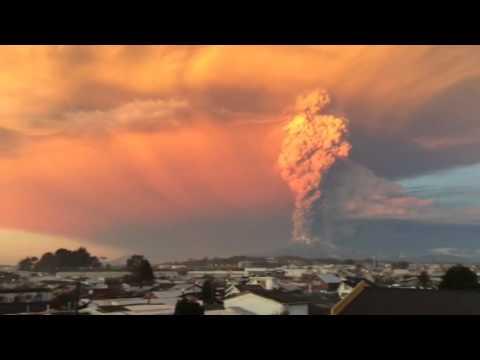 Erupción del Volcán Calbuco Puerto Montt Chile -  Volcano Eruption 2015