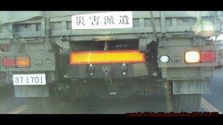 災害派遣で相馬方面に向かう陸上自衛隊のトラック-2011/03/17