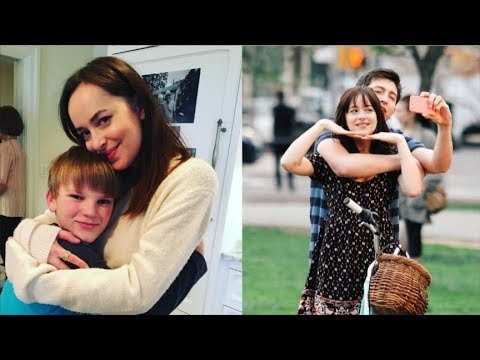 EXCLUSIVE - Lovely Dakota Johnson Being Super Nice With Her Fans