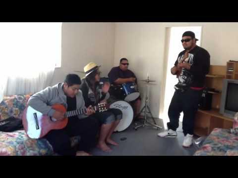 Riki Junior : Rarotongan 8-String Ukalele Jam