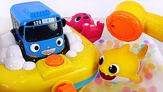 Tayo is dirty! Let's take a clean bath with Baby Shark, Pinkfong~ Tayo Shower Bath play #PinkyPopTOY