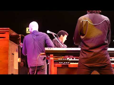 Chubby Checker Performing The Twist/Let's Twist Again at Westbury Music Fair Mp3