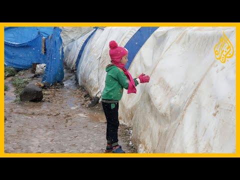 أطفال المخيمات السورية.. يبحثون عن قوت يومهم في مكابات النفايات