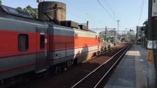 台湾・台南駅 特急列車の発車シーン