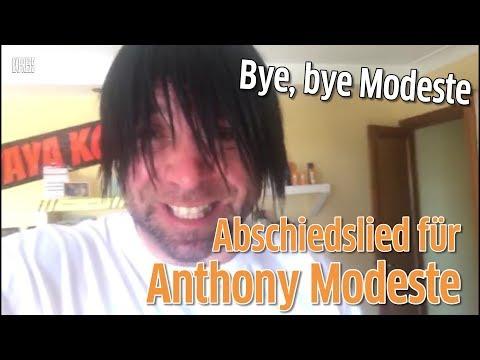 Ikke Hüftgold singt Anthony Modeste ein Abschiedslied