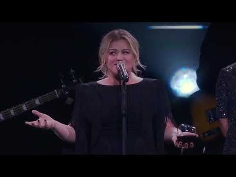 Kelly Clarkson sings her version of 'Boys 'Round Here' by Blake Shelton