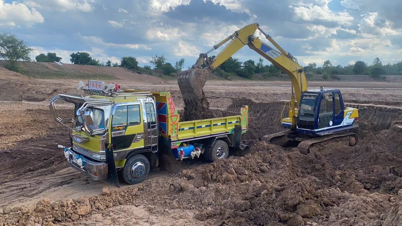 มาตรวจรถที่บ่อบ้านนาราใหญ่ Dump Trucks and Excavator