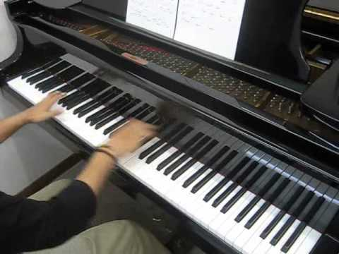 ピアノで「アオゾラ」