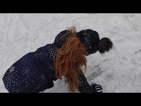 Dobogókő használaton kívüli meredek sípálya Apával küzdünk a hóval borított plyán felfelé