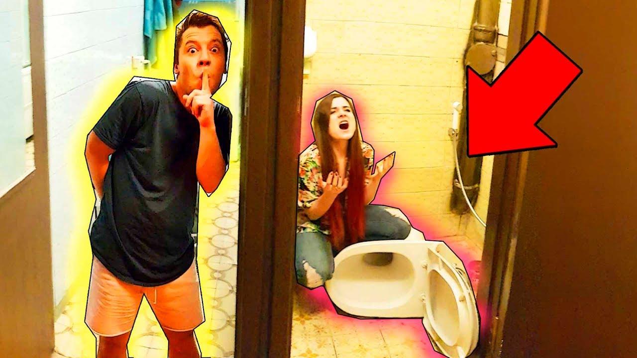 Фото видео девушек в туалете, порно видео с худой негритянкой