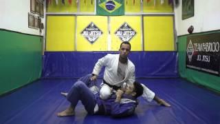Equipe Fabrício Jiu-Jitsu: Joelho na Barriga com Estrangulamento tradicional.
