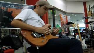 Professor Bruno da AGT Academia de Guitarra tocando Rabbit Soup do  Blues Saraceno