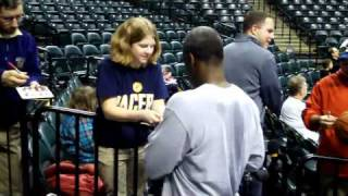 Charles Oakley signing autographs at Conseco Fieldhouse