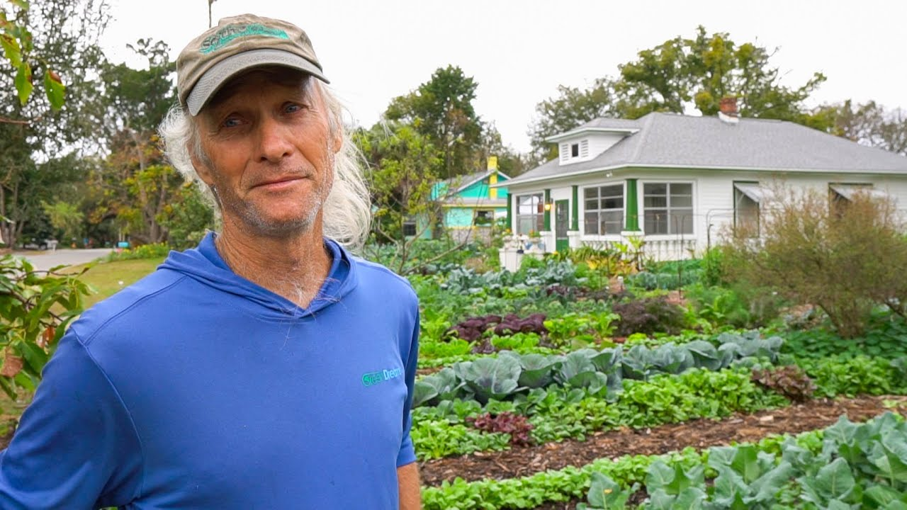 EARNING $2K in ONE WEEK Growing Veggies on his FRONT YARD!