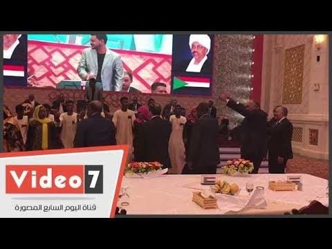 سامح شكرى ومسئولون سودانيون يتفاعلون مع فرقه الفنون الشعبية السودانية فى حفل العشاء الرئاسى  - 23:21-2018 / 7 / 19