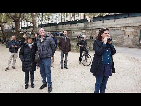 شاهد: السياح والباريسيون يلقون نظرة على كاتدرائية نوتردام بعد الحريق  …  - 07:53-2019 / 4 / 17