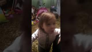 Танцуют дети😊Удивительная ну очень маленькая девочка танцует 😄