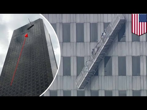 Scaffolding collapse on tallest building in Texas leaves workers dangling on 71st floor - TomoNews