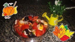 Салат с крабомыми палочками, помидорами и оливками. Простой салат без майонеза