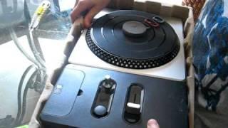 Unboxing DJ Hero 2 Turntable Bundle