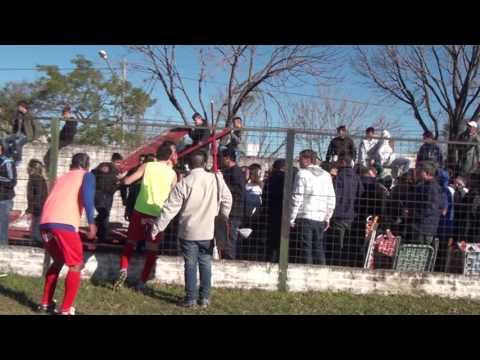 Se derrumbó una tribuna en la previa de un partido en Santa Fe