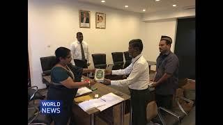 Ahmadi Muslims in Sri Lanka gift Quran to cabinet minister