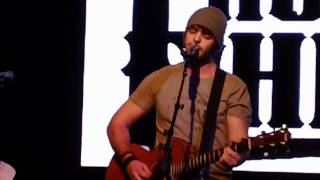 """Thomas Rhett performs """"If I Could Have a Beer With Jesus"""""""
