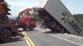 Remoção de Carreta na BR 135 (Serra de Bocaiuva/MG) pela AUTO SOCORRO FILÉ (parte 6)