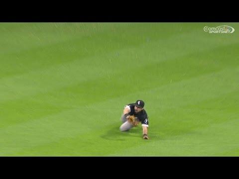 CWS@HOU: Eaton makes a diving catch to rob Conger
