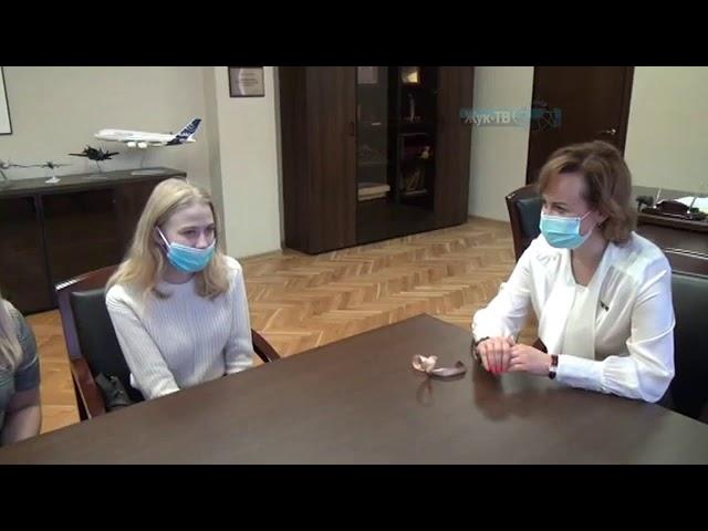 Жительнице Жуковского, оставшейся без попечительства родителей вручены ключи от квартиры.