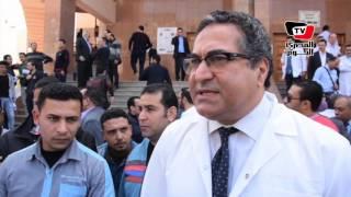 «طب المنصورة» تنظم وقفة احتجاجية ضد «توصية مجلس التعليم»