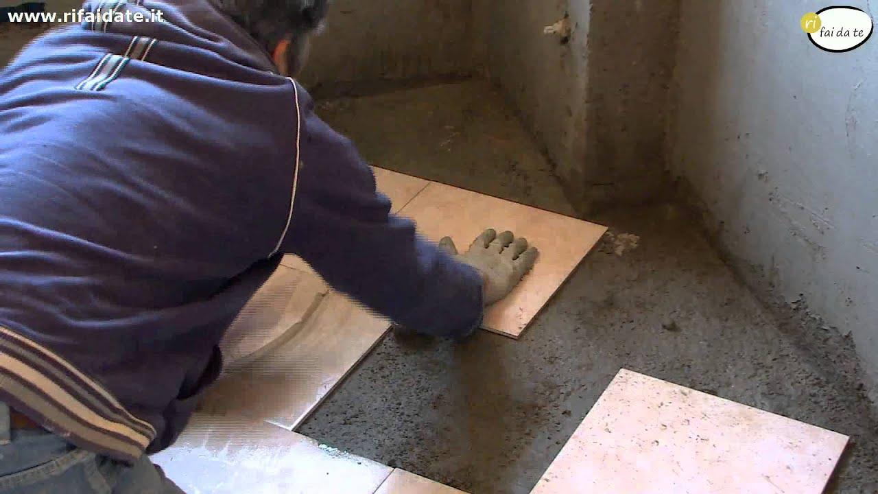 Posare le piastrelle nel pavimento  YouTube