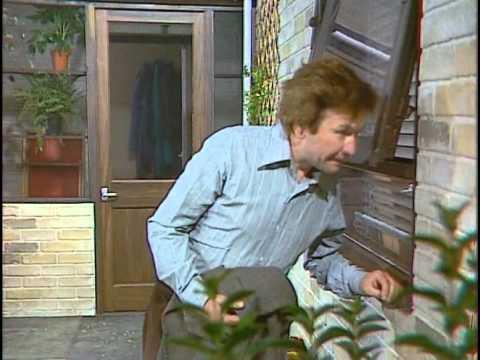 A Fine Romance 1981 S01E04 Unlucky in Love