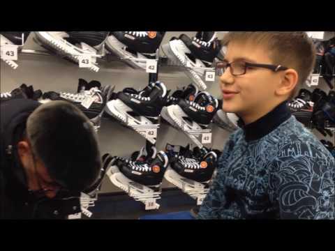 В Спортмастер за хоккейными коньками для Антона. Омск.
