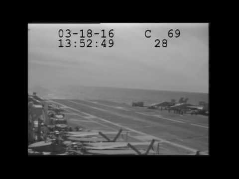 Обрыв троса аэрофинишера во время посадки E-2C Hawkeye на палубу авианосца USS Eisenhower