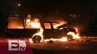 Vecinos de Ecatepec incendian 6 vehículos y saquean tienda departamental / Vianey Esquinca
