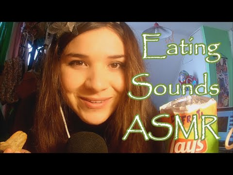 ASMR Eating sounds and Spanish Whispers + Saludos al final :3