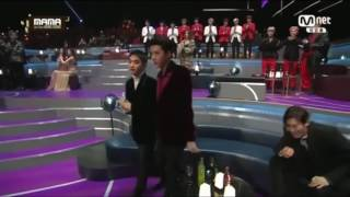 Video EXO's Funny reaction to winning Best Asian Style award @ the 2016MAMA download MP3, 3GP, MP4, WEBM, AVI, FLV Januari 2018