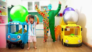 Learn colors with big balls to goal - Xavi ABCKids