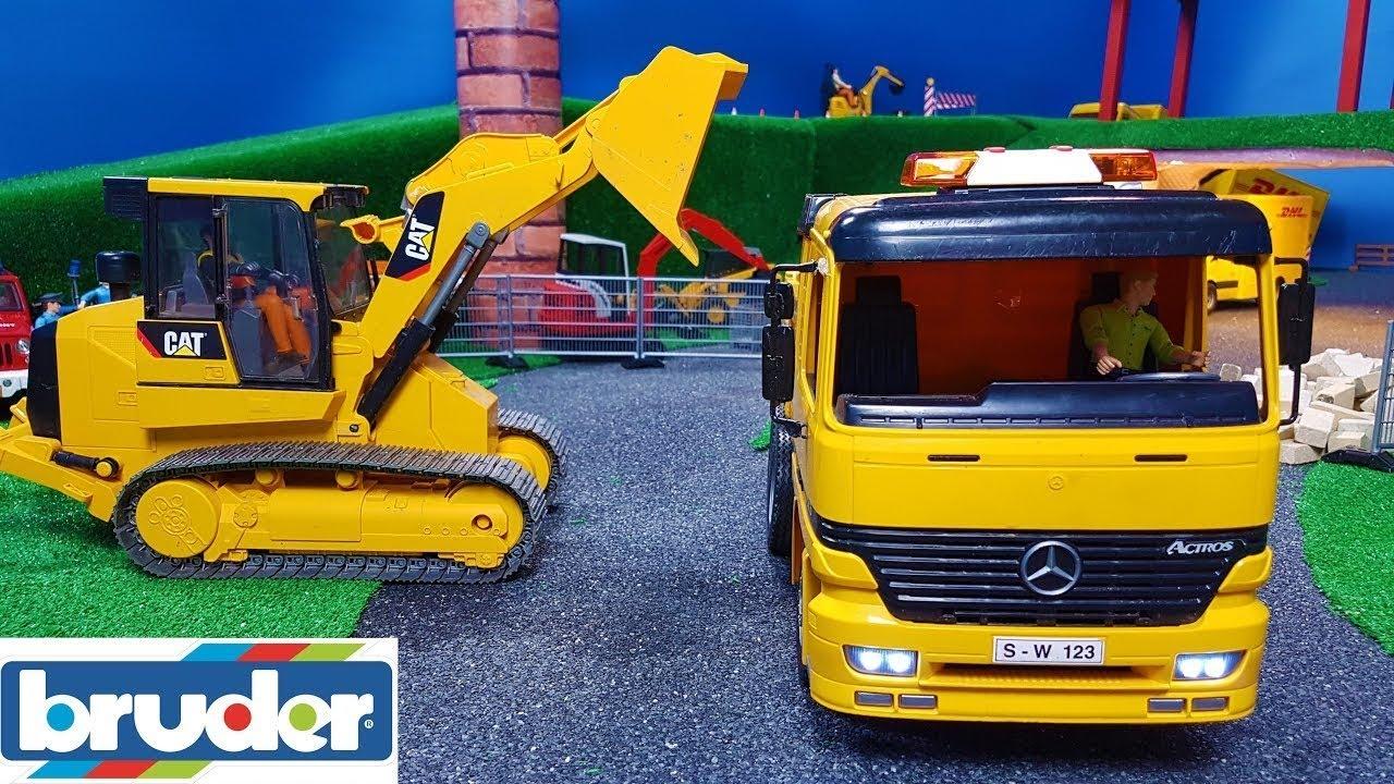 BRUDER toys RC TRUCK and EXCAVATOR gravel transport in the Bruder world!