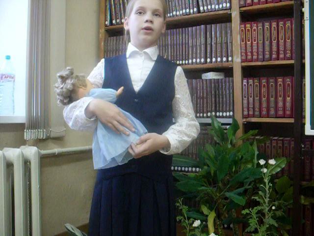 Изображение предпросмотра прочтения – КсенияВахрушева читает произведение «Кукла» Е.А.Евтушенко