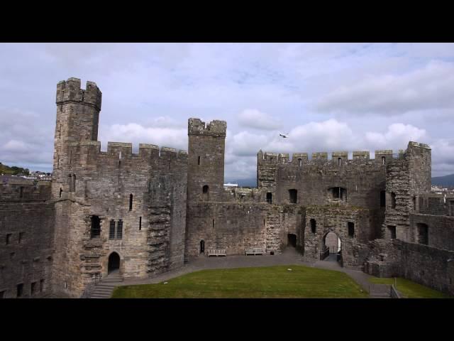 Castles from the Clouds: Caernarfon Castle / Cestyll o'r Cymylau: Castell Caernarfon