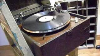 蓄音機修繕しました^^ 戦後の笠置シズ子の流行歌です.