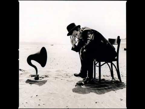 Tom Waits - Whistlin´ Past The Graveyard