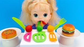 Плей До Еда Кукла Кушает По настоящему Ищем Сюрприз в Подгузнике Играем Как Мама